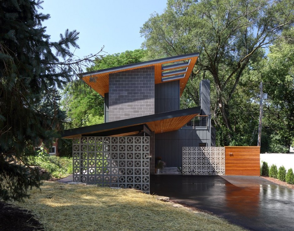 Midvale-Courtyard-House-Side-View