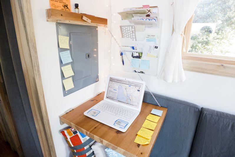 living-desk2