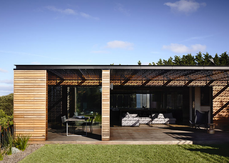 Blairgowrie-Back-Beach-by-Wolveridge-Architects_dezeen_ss_17
