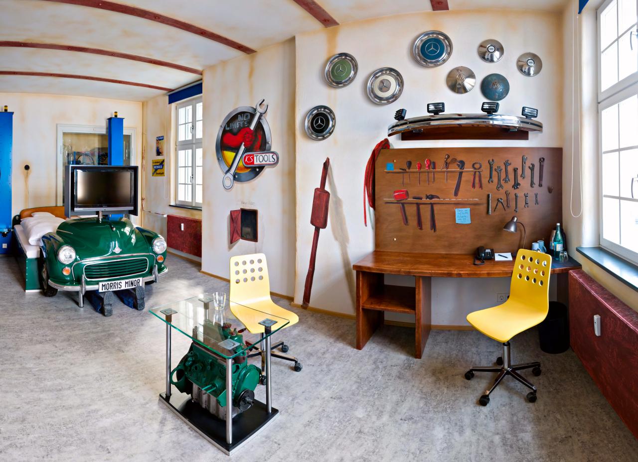 V8-Hotel-Themenzimmer-Werkstatt-02_-