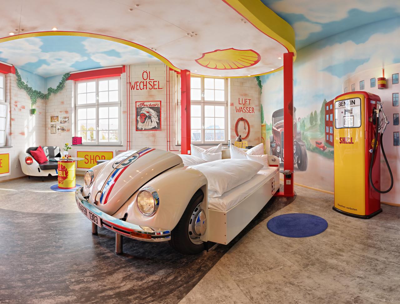 V8-Hotel-Themenzimmer-Tankstelle-03_-