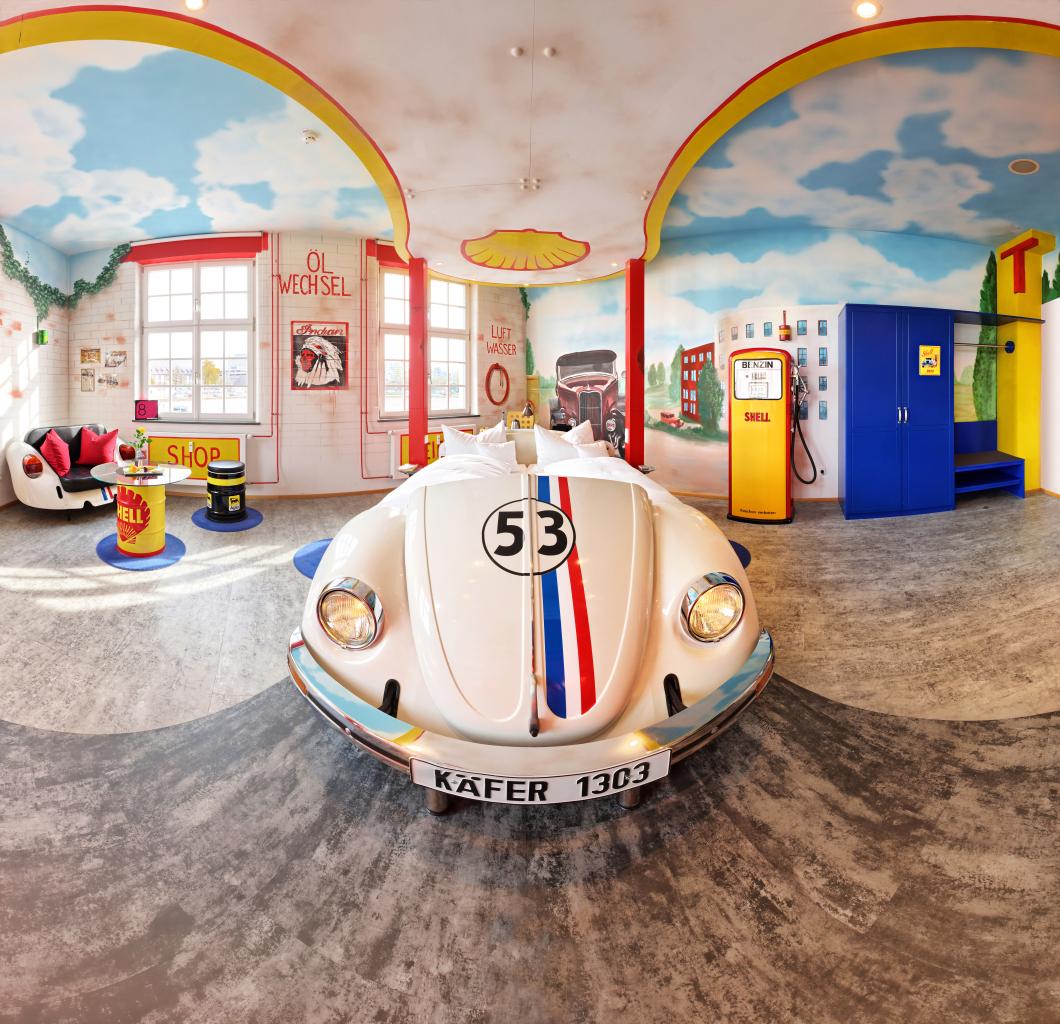 V8-Hotel-Themenzimmer-Tankstelle-01_-