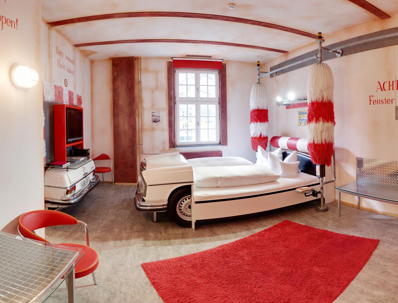 V8-Hotel-Themenzimmer-CarWash-01_-
