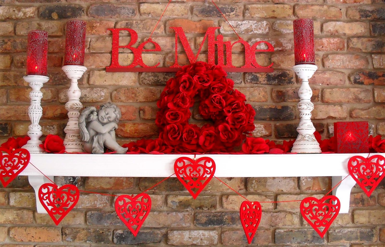 Central-Point-a-Romantic-Valentines-Day-Decorations