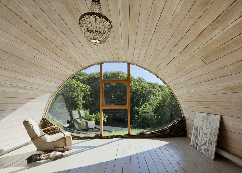 dezeen_Hawthbush-by-Mole-Architects_ss_6