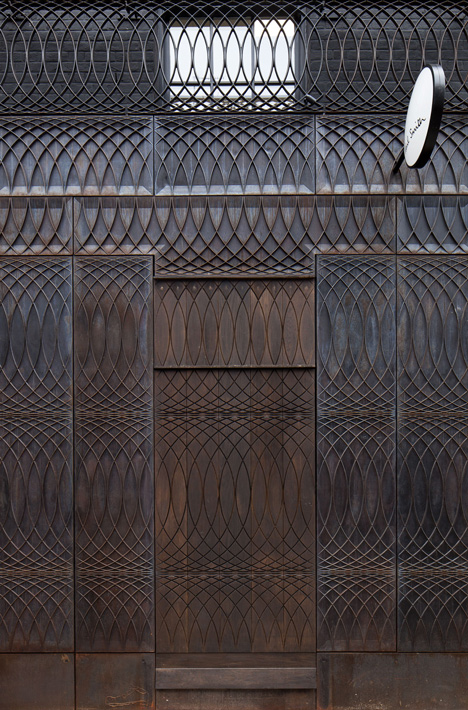 dezeen_Paul-Smith-Albemarle-Street-store-facade-by-6a-Architects_3