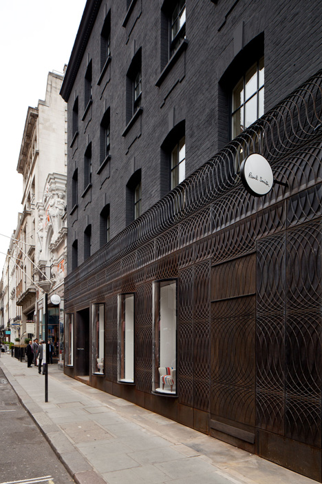 dezeen_Paul-Smith-Albemarle-Street-store-facade-by-6a-Architects_5