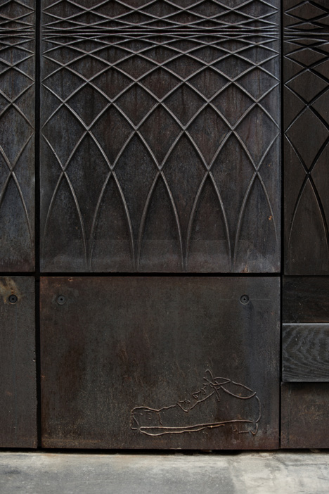 dezeen_Paul-Smith-Albemarle-Street-store-facade-by-6a-Architects_10