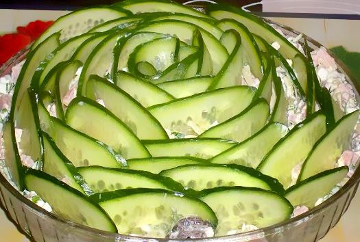 Izumrudnyiy-salat-s-gribami-i-vetchinoy