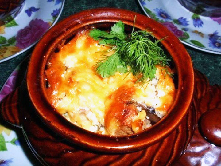 Рецепт картошки с грибами и курицей в горшочке в духовке рецепт с пошагово
