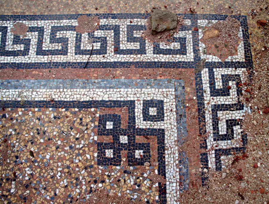 Мозаика на полу южного портика