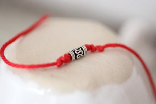 Красная нить для ребенка своими руками 12