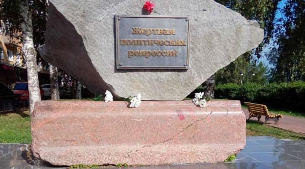 Памятник Роза из двух видов гранита Орлов памятник с сердцем Зеленоград
