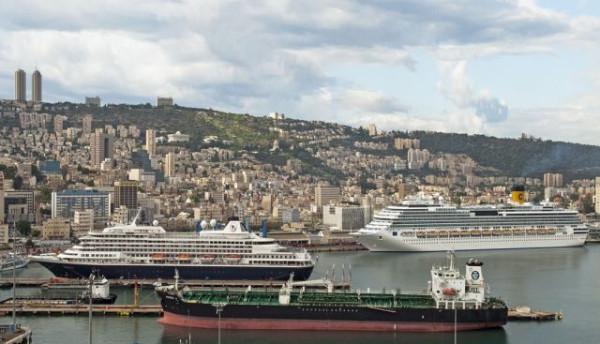 אוניות-על-רקע-חיפה.-צילוום-באדיבות-דוברות-נמל-חיפה