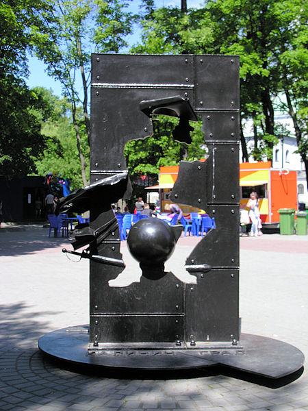 450px-Памятник_барону_Мюнхгаузену_в_центральном_парке_Калининграда