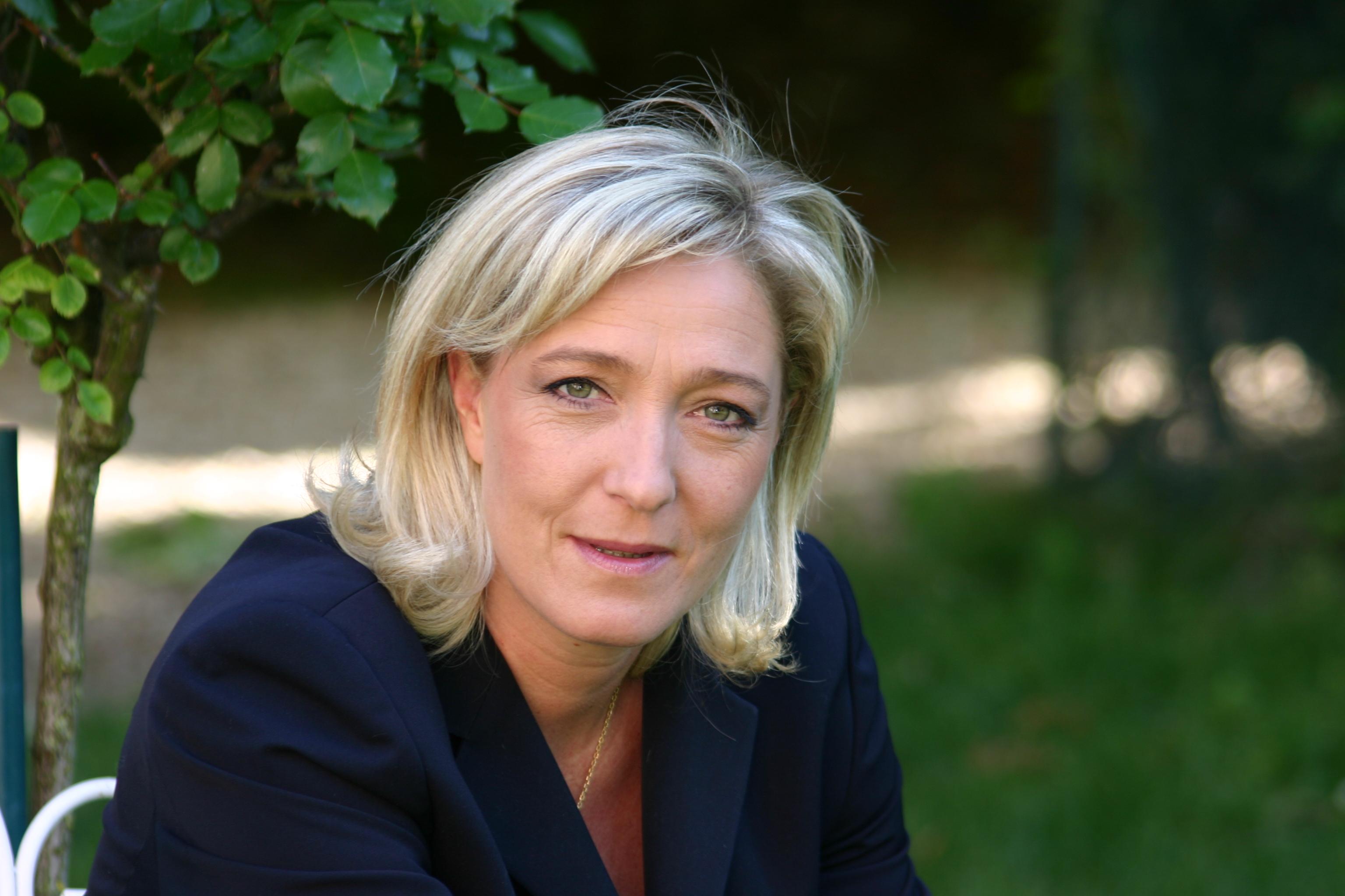 Marine_Le_Pen_-_Close-up_2