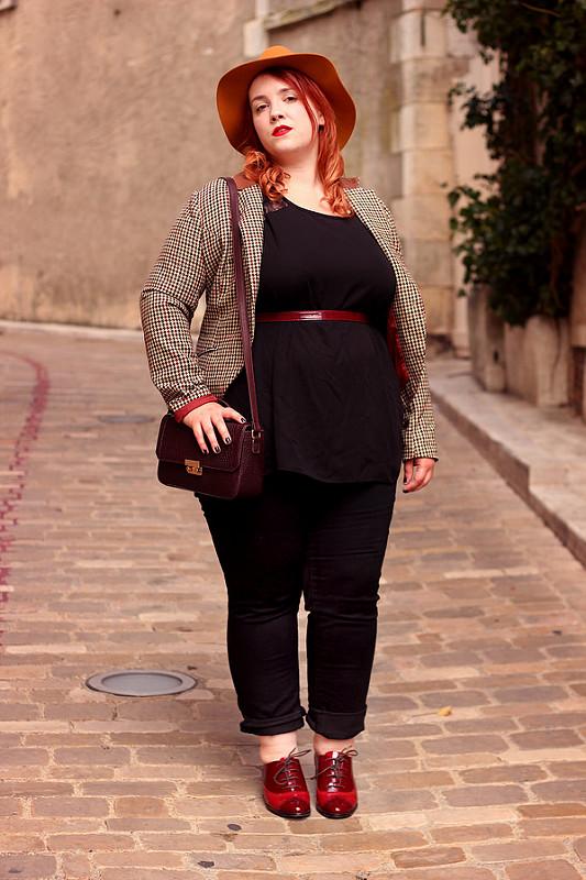 Толстая в стрингах 24 фотография