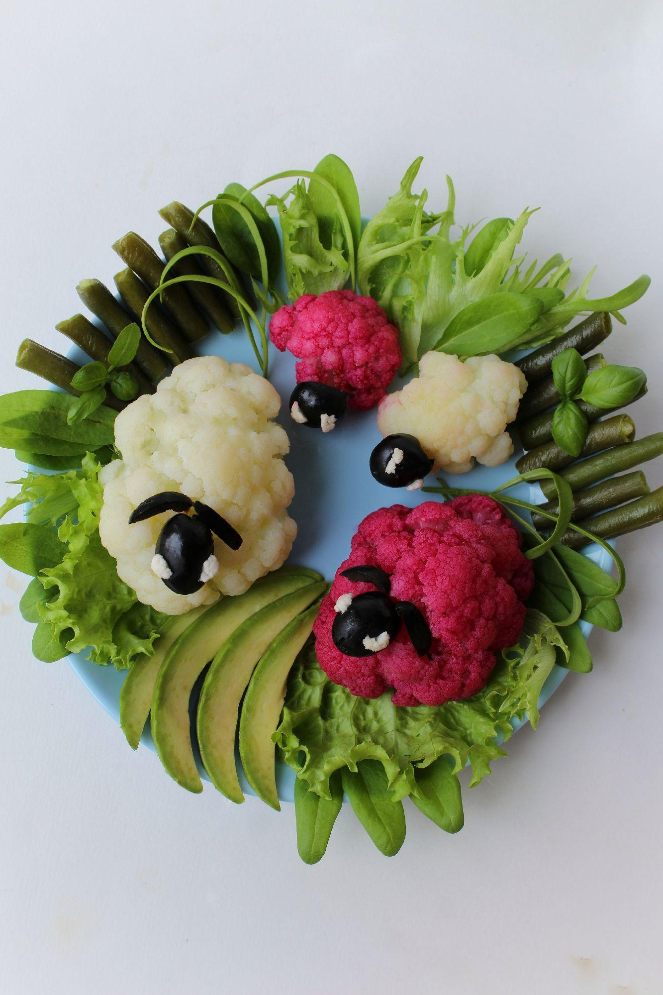 Пусть каждый день прием пищи будет праздником и даже простые продукты всегда радуют глаз, веселят и вызывают улыбку.  #вкусныйавгуст, #длядетей, #овощи, #вегетарианство, #ужин, #рецепты, #полезноепитание, #барашки
