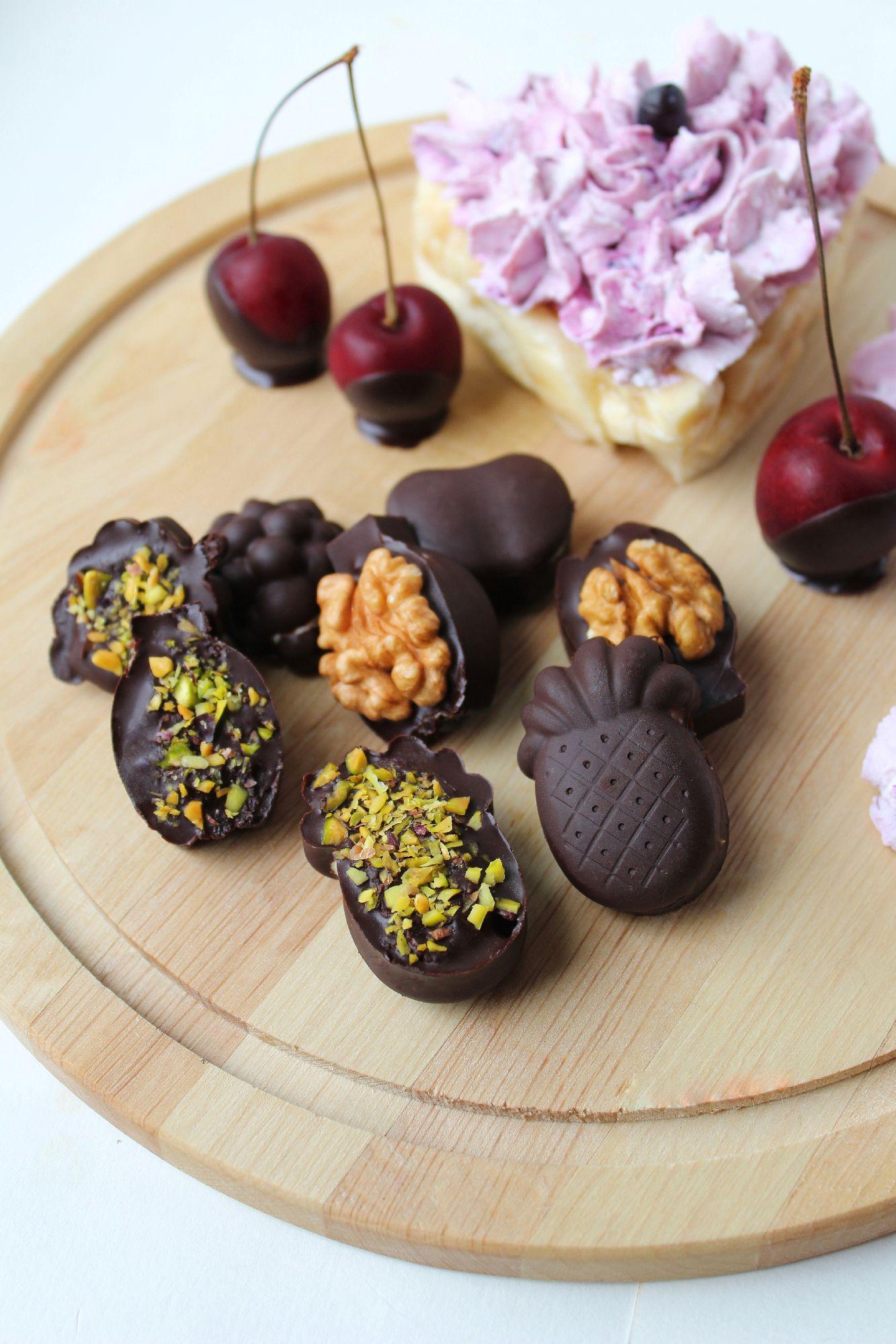 Кокосовое масло имеет низкую температуростойскость, так что ешьте их незамедлительно, потому что они тают не только во рту, но и в теплых руках.Полезное летнее угощение #вкусныйавгуст, #конфеты, #шоколад, #десерт, #орехи, #лето, #ягоды, #полезноепитание