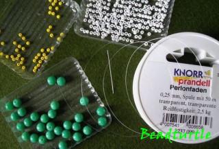 круглые зелёные бусины 6 мм. для плетения бусины с цветочками нам понадобятся.  Отрезаем кусок лески длинной 1 м...