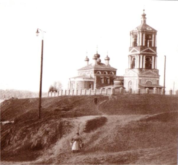 Рис. 26. Смоленский (Троицкий) Собор - первая каменная церко