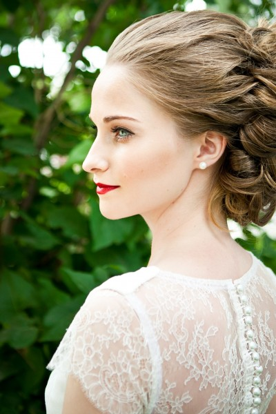 Свадебное платье с кружевной спинкой