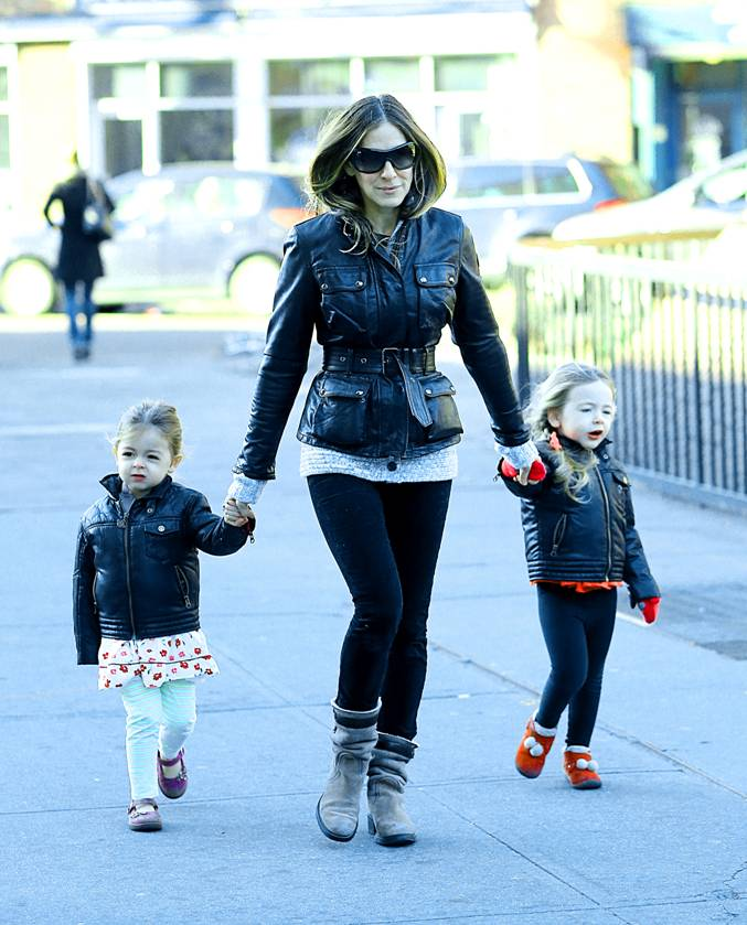 Sarah-Jessica-Parker-in-New-York-City-on-January-8th-wearing-the-Belstaff-Leather-Triumph-Jacket-in-Black.