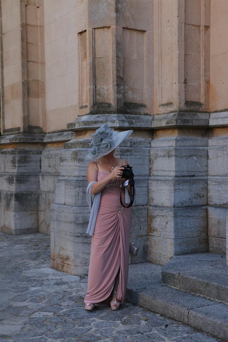 Lavrishina-blog-Majorca-Wedding-Alenka-with-the-camera