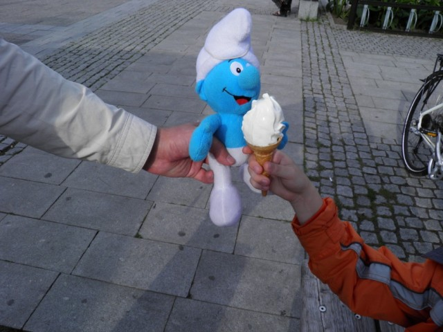 Smurf eats ice cream, Softis