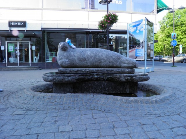 Photo of Smurf on a Seal fountain