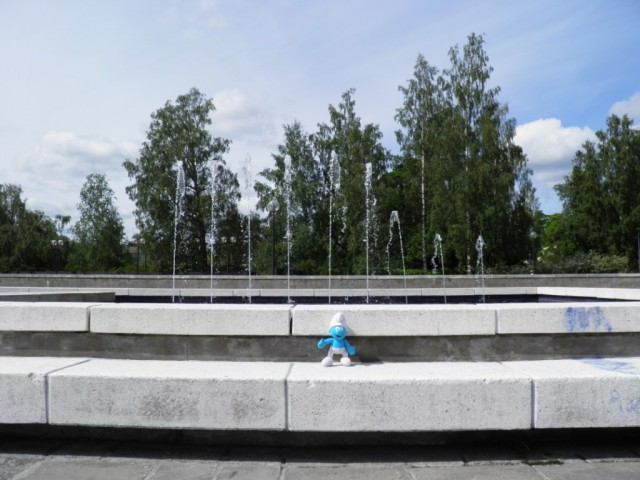 Smurf at a fountain