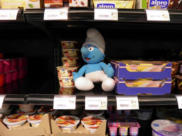 Smurf in supermarket