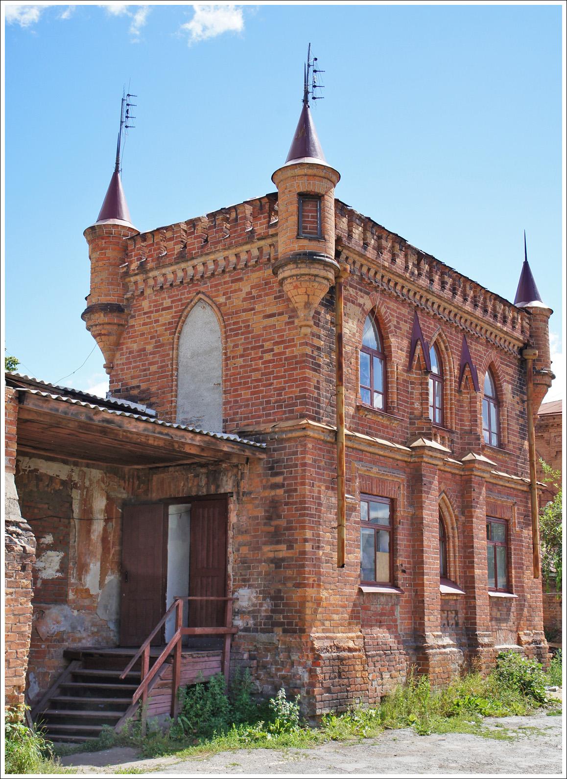 то ли архитектор привез идею, то ли сам купец побывал в Европе и захотел готический замок в Ирбите построить