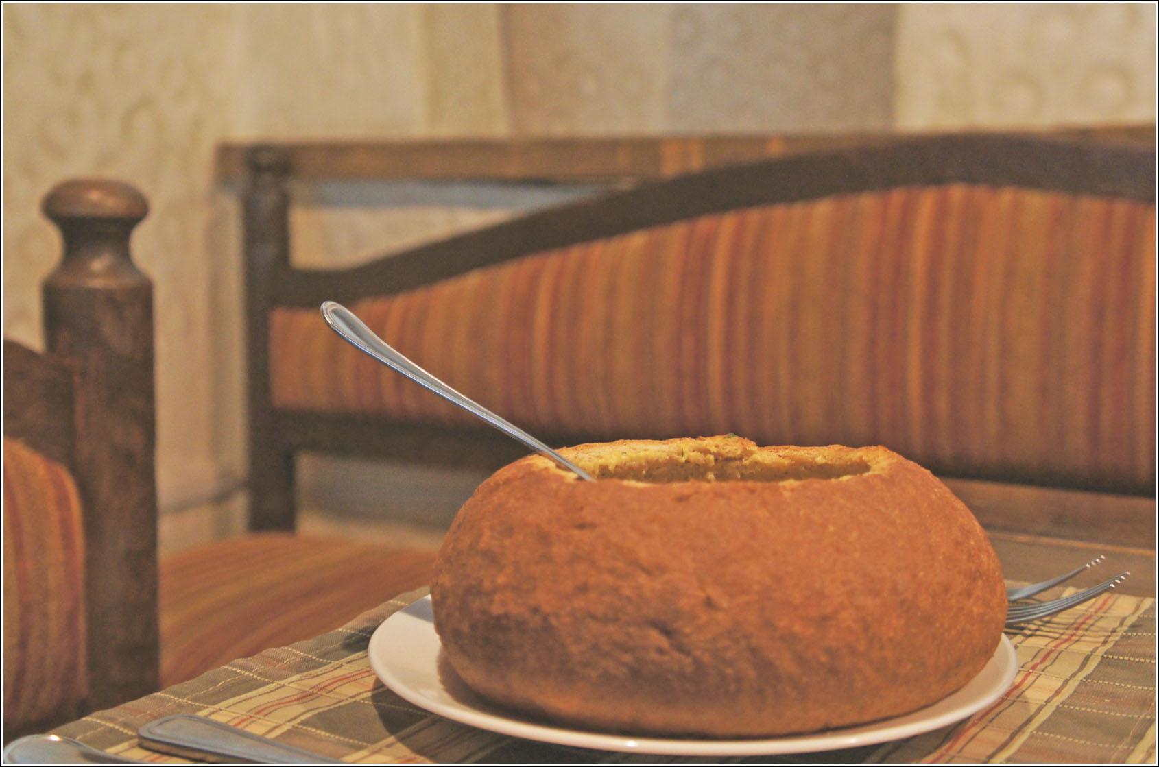 тыквенный суп в ржаной булке..