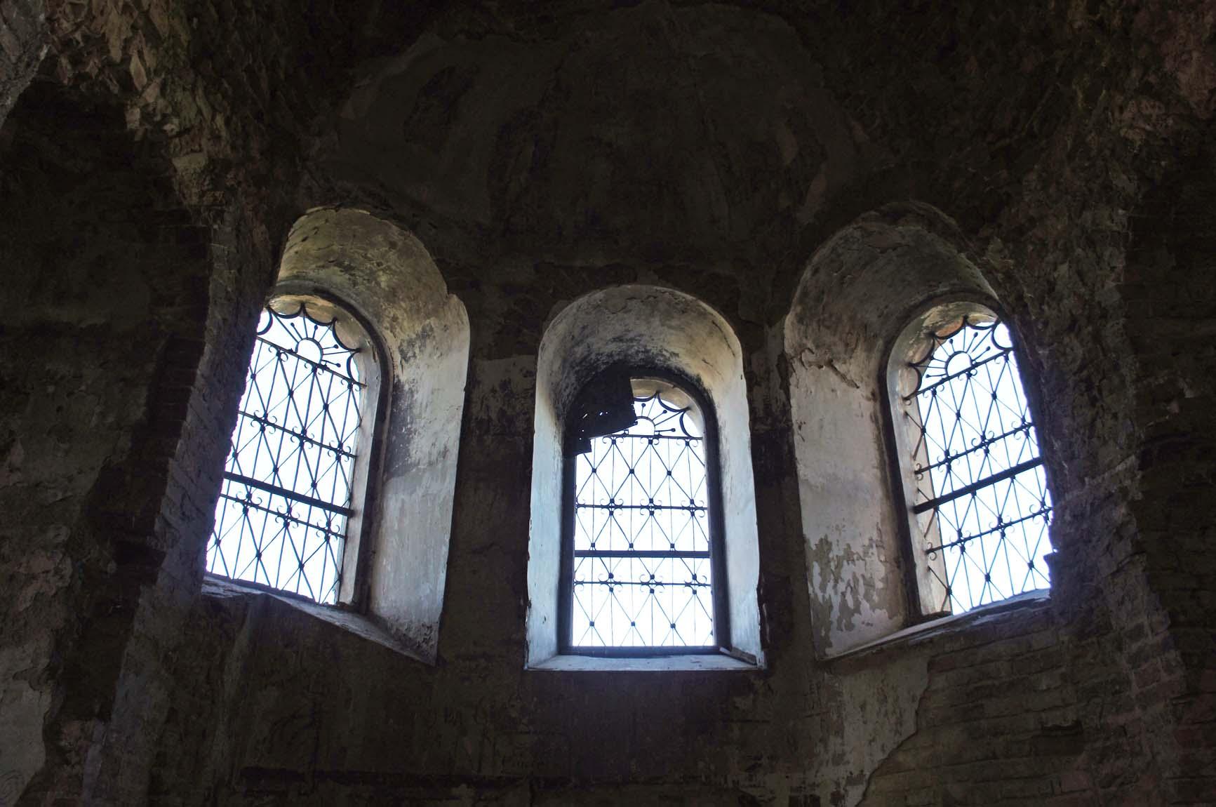 Березовка, решетки на многих окнах сохранились