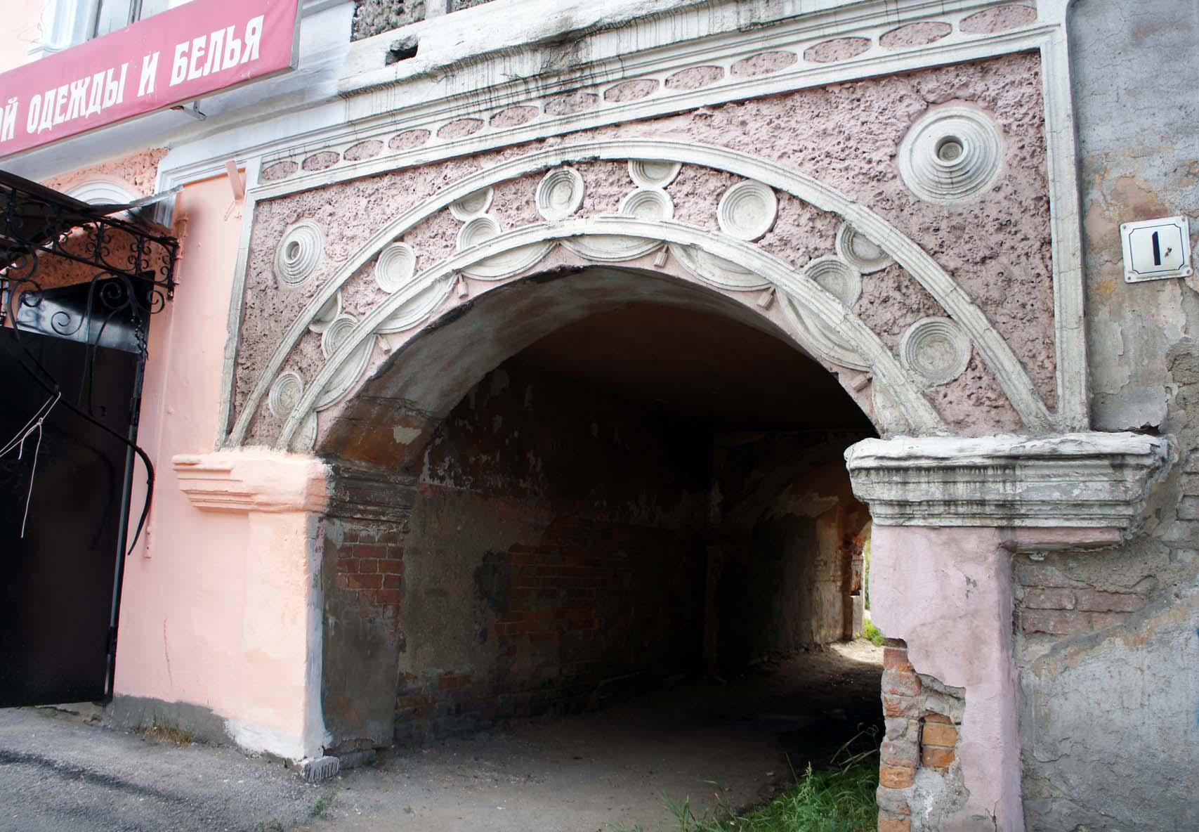 Ирбит. Дворы города - отдельная песня. Дохдные дома с арками мне почему-то напоминают Санкт-Петербург