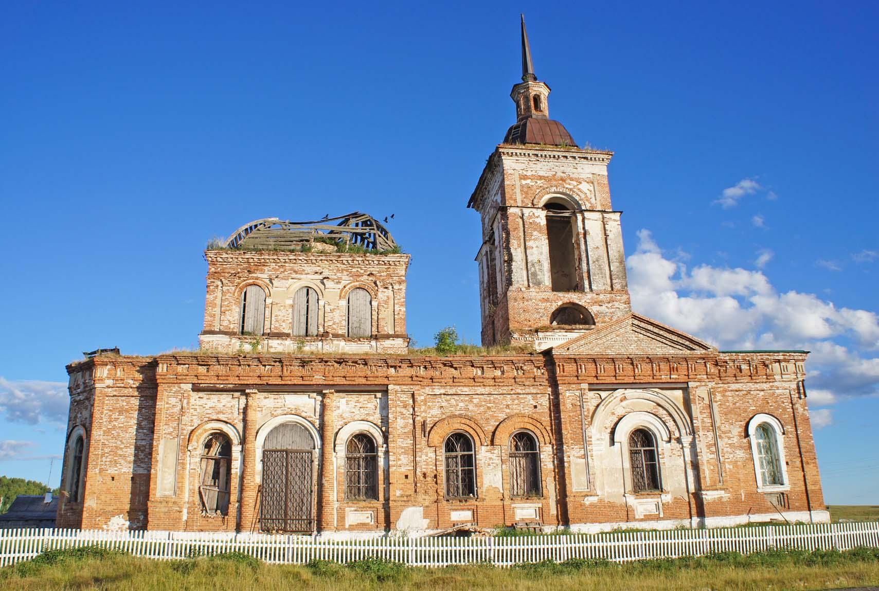 Харловское, церковь у дороги