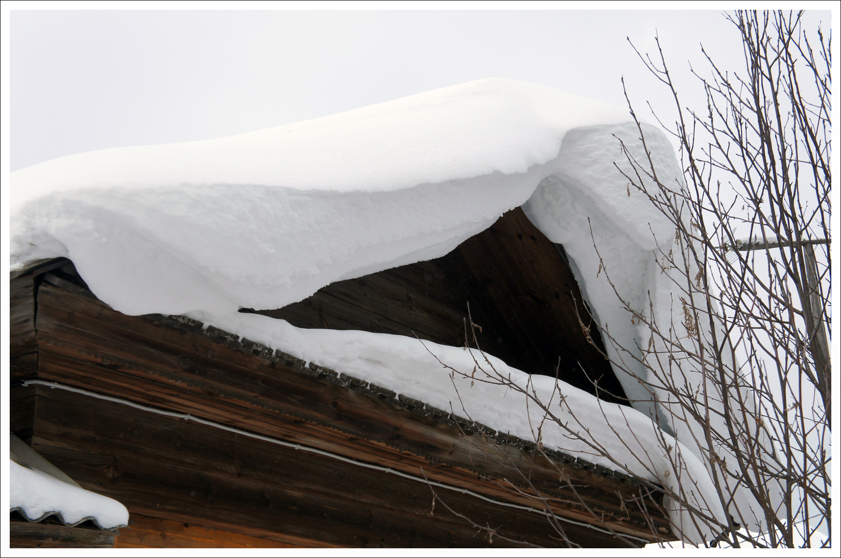 снежные крыши