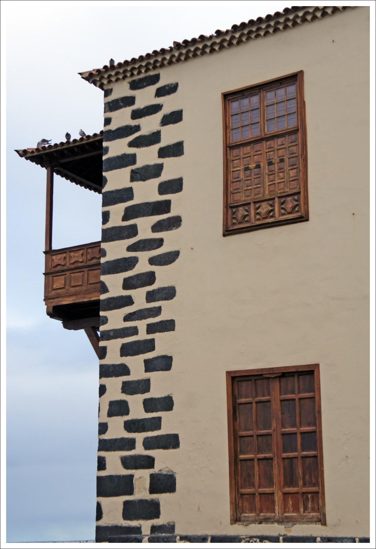 знаменитые балкончики и угловые камни