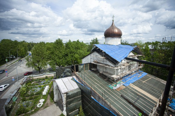 В Пскове продолжается реконструкция храма Козьмы и Дамиана с Примостья