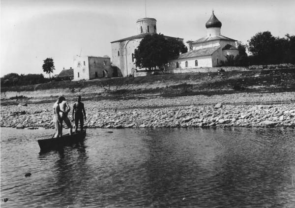 Несколько фотографий строительства Ольгинского храма в Выбутах (начало ХХ века)