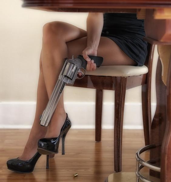 Пистолет под столом (3)