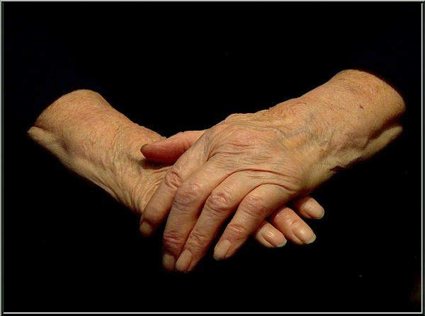 Руки матери (2)