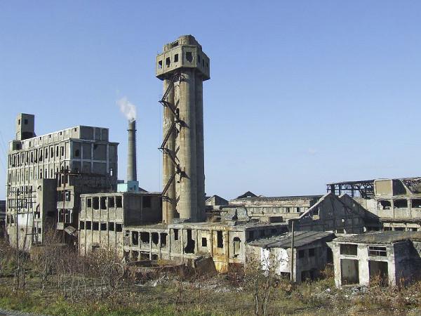 Руины целлюлозного-бумажного завода (г. Холмск)