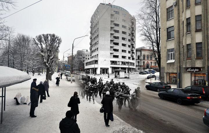 1944-2011 Советские стрелковые части входят в город (Выборг. Ленинградское шоссе).jpg