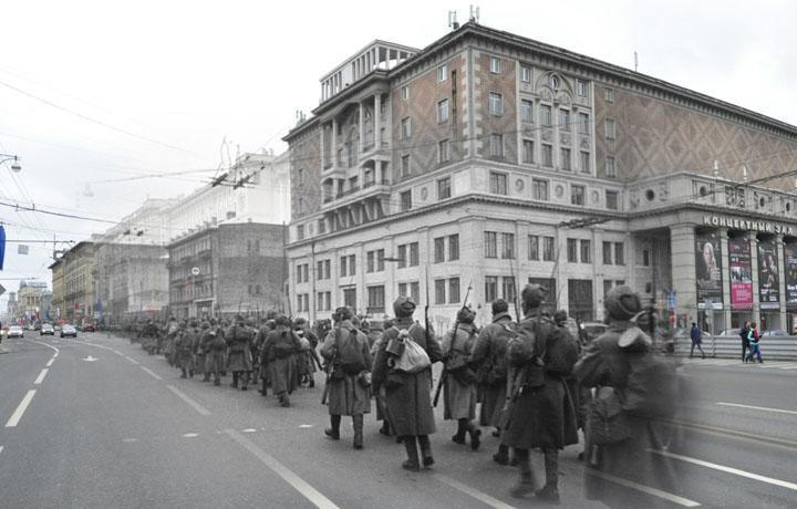 1941-2012 Стрелковые роты на марше (Москва. Тверская ул.).jpg