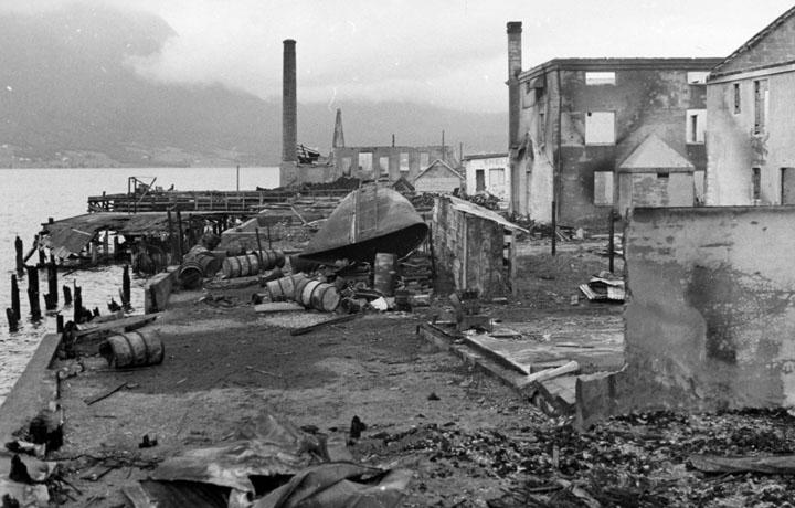Разрушенный порт г. Нарвика.jpg