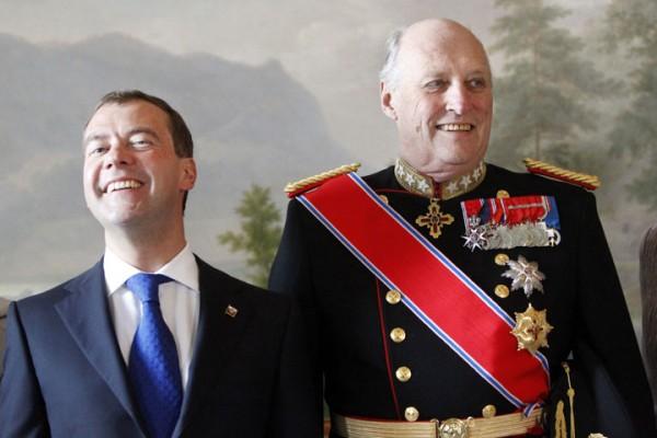 Король Норвегии Харальд V и Президент РФ Дмитрий Медведев.jpg