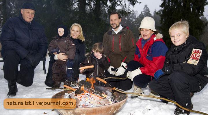 (23) Государственная тайна! Королевская семья любит печеные сосиски!.jpg