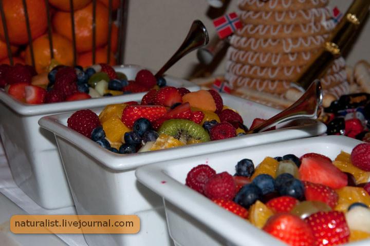 17.Mai buffet (17) Berry dessert.jpg